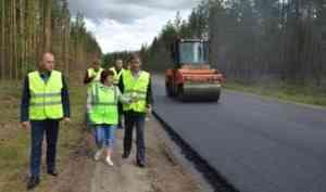 Общественники контролируют качество дорожных ремонтов в Вельском районе