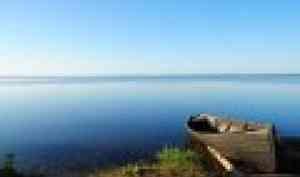 В Петров день в Лекшмозерье прошли гонки на вёсельных лодках