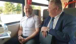 Губернатор Архангельской области протестировал работу рельсового автобуса