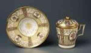Кенозерскому национальному парку переданы фарфоровые чашки и стеклянные вазы конца XIX — начала XX века