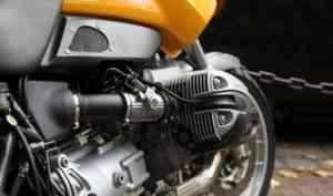 В Архангельске мотоциклист и его пассажир пострадали в аварии с грузовиком