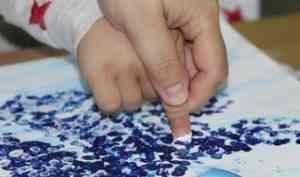 «Рисуем вместе»: в Северодвинске проходят добрые арт-встречи для особенных детей и их родителей
