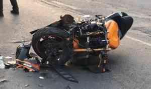 В Архангельске молодой мотоциклист погиб в результате наезда на столб