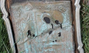 Икону «Нечаянная радость», оклад которой найден на чердаке аэропорта Лопшеньги, восстановят