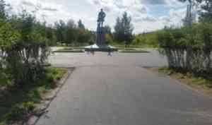 В городе ведутся работы по благоустройству Ломоносовского парка