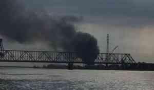 «Разлив масла и горение покрышек»: на Левом берегу произошел пожар