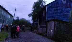 «Просела печь»: еще один деревянный дом в Архангельске сошел со свай