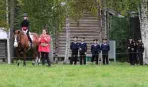 Курсанты из Санкт-Петербурга и Владивостока побывали на празднике лошади в музее «Малые Корелы»