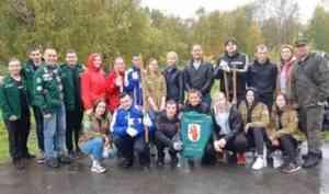 На субботнике по озеленению жители Архангельска посадили березы и яблони