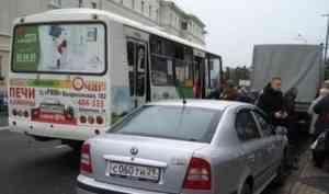 Задымившийся на ходу в центре Архангельска рейсовый ПАЗик вызвал гнев в соцсетях