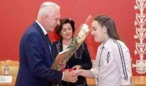 Полномочный представитель Президента России наградил лауреатов конкурса сочинений «Я – гражданин России!»