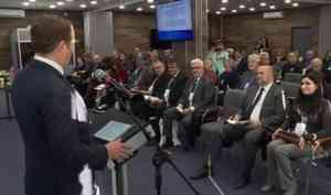 Пока горожане изучали ассортимент торговых рядов, чиновники обсуждали будущее рыбной отрасли Поморья