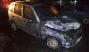 В Няндоме по ночам горели автомобили у двух предпринимателей