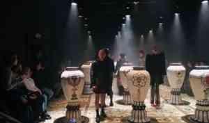 В Архангельском молодежном театре рассказали историю города Глупова