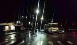 В ДТП с автобусом в Архангельске пострадали два человека