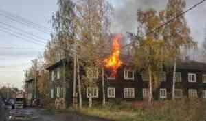 Пожарные отстояли деревянный дом в Маймаксе и спасли пожилого инвалида