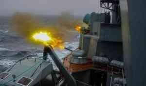 Минобороны показало видео стрельб кораблей Северного флота вштормовых условиях Арктики