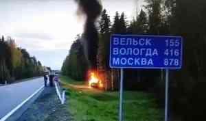 Автомобиль загорелся при ДТП на трассе М8 в Шенкурском районе
