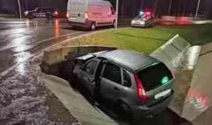 В Поморье погиб водитель легковушки после столкновения с бетонным ограждением