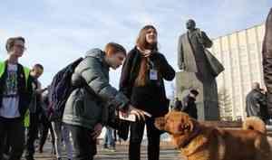 «Спрашивали о Навальном и биткоине»: журналист 29.RU, у которого прошли обыски, вернулся с допроса