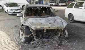 Облил капот машины обидчика бензином и поджог