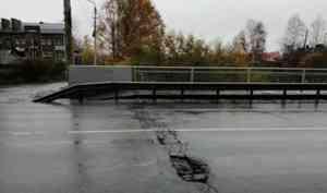 В Архангельске на неопределённый срок ограничат движение по мосту через Соломбалку
