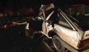 Очевидцы потушили горящий автомобиль после аварии на Окружном шоссе в Архангельске