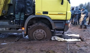 «Представители власти сопровождают бензовоз»: появилось видео прорыва бензовозов с топливом на Шиес