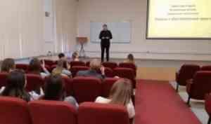Студенческие объединения САФУ рассказали студентам из Коряжмы о своей деятельности