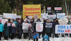 Около 400 жителей Яренска вышли на массовый пикет против стройки полигона на Шиесе