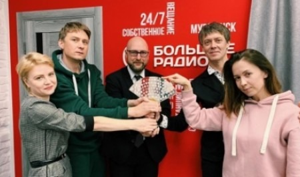 Архангелогородцы передали символ Года театра Мурманску