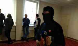 Активист Юрий Чесноков вышел в балаклаве, выступая против беззакония на Шиесе