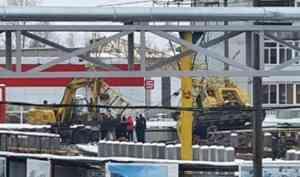На стройплощадке на окраине Архангельска рухнул кран