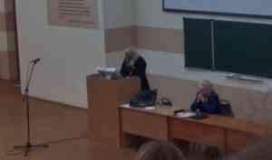 «Говорил о добрачных связях»: студентов СГМУ в приказном порядке согнали на лекцию священника