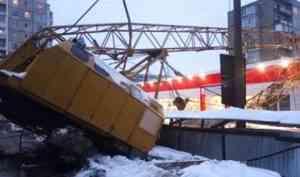 Причиной падения крана на стройке в Архангельске стали проблемы в эксплуатации