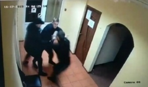 В Архангельске пьяный мужчина выстрелил в охранника бара из обреза