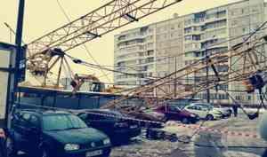 Эксперты объяснили, почему в Архангельске гусеничный кран упал на магазин