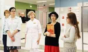 «О надежде, любви и вере»: выставка православного фотографа Екатерины Суворовой открылась в Архангельске