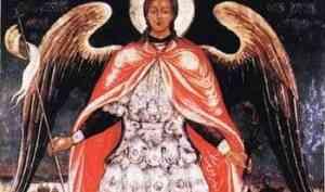 Парящий над городом Архангел Михаил — одна из главных святынь епархии