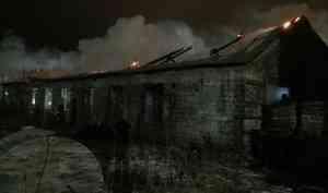 В Северодвинске произошёл крупный пожар на складе