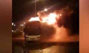 Нафедеральной трассе М-8 под Архангельском горел пассажирский автобус