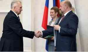 Высокими званиями и знаками отличия отмечены 25 жителей Архангельской области