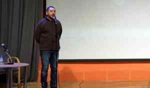 И слёзы, и стихи, и критика: Теймураз Эсадзе показал северянам «В поисках Абрамова»