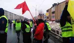 В Котласе проходит масштабный антимусорный митинг