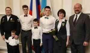 За созидательный труд на благо родного края: губернатор Игорь Орлов вручил госнаграды северянам