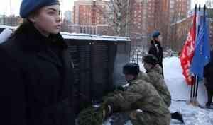 Военнослужащие и сотрудники Росгвардии приняли участие в памятном митинге, посвящённом 25-й годовщине со дня начала первой чеченской кампании