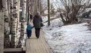В Архангельской области пенсионеры, воспитывающие детей-инвалидов, теперь будут получать пособие