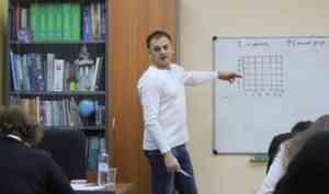 Необычные уроки: профессор РАН Дмитрий Запорожец проводит занятия для школьников Поморья