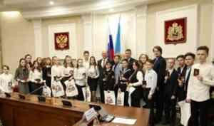 Самый главный документ: 25 юных северян в День Конституции России получили паспорта