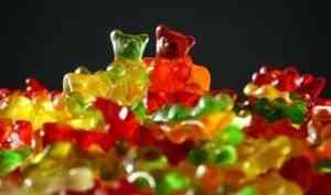 Два подростка из Северодвинска украли деньги и потратили их на сладости